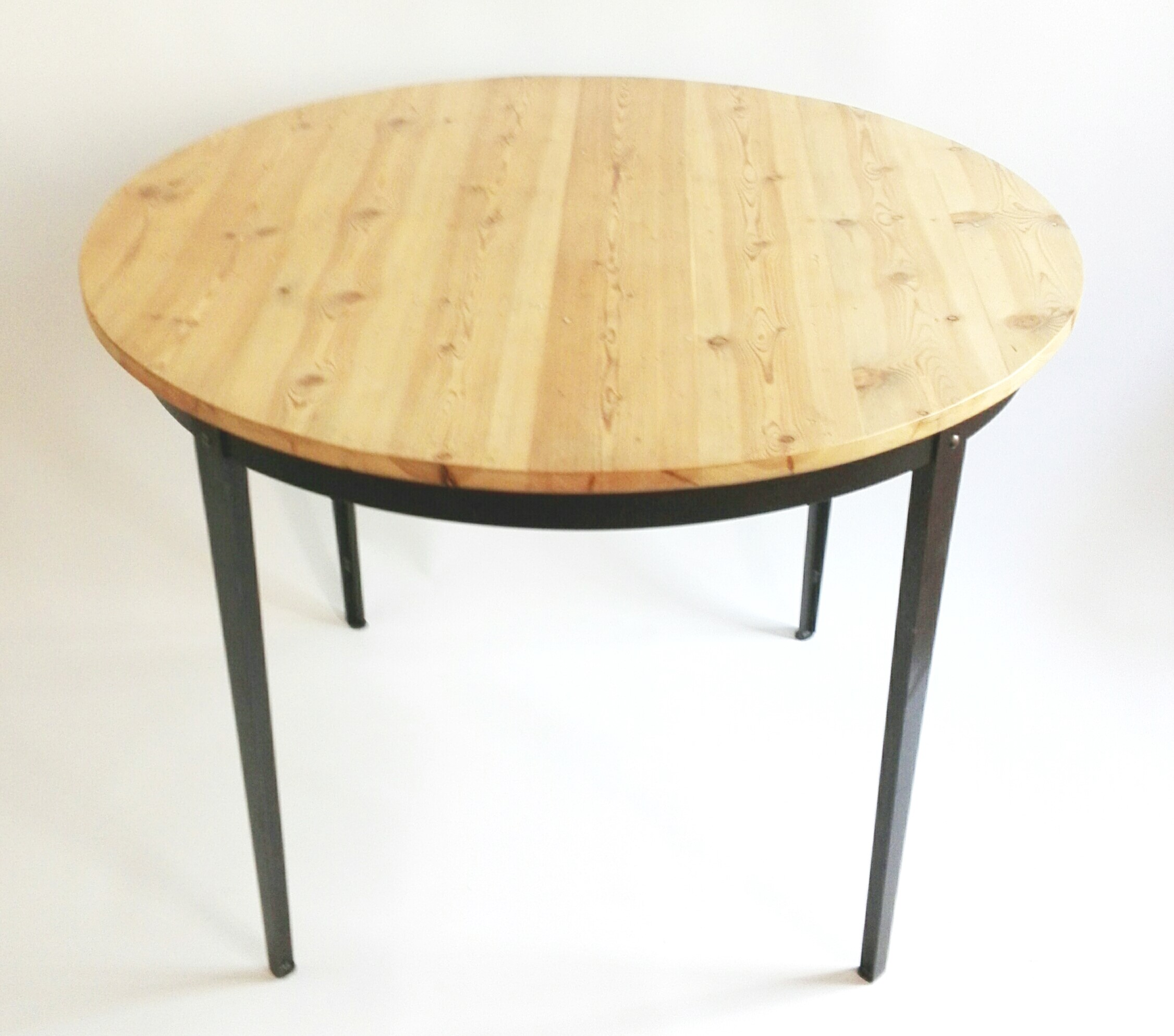 Metal and reclaimed 19th century oregon pine round table for Reclaimed wood furniture oregon