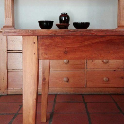 Peg top table