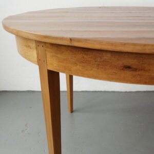 Table round yellowwood